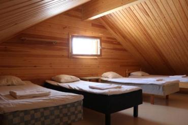 Ison mökin parvi_Large cabin loft